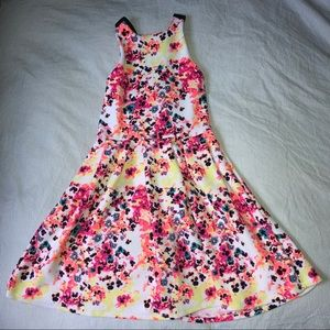 SO Dresses - Floral Summer Dress w/ Criss Cross Back